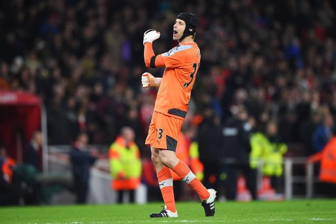 Voi Petr Cech, Arsenal biet rang ho se dang quang hinh anh 3