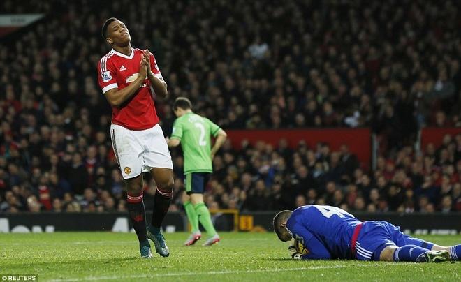 Mourinho dang rat hao huc, sao Van Gaal van ngoi do? hinh anh 3