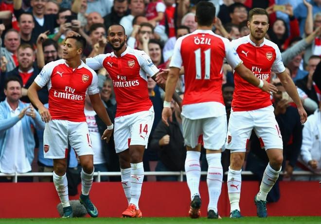 Truoc Barcelona, Arsenal cho doi gi? hinh anh 1