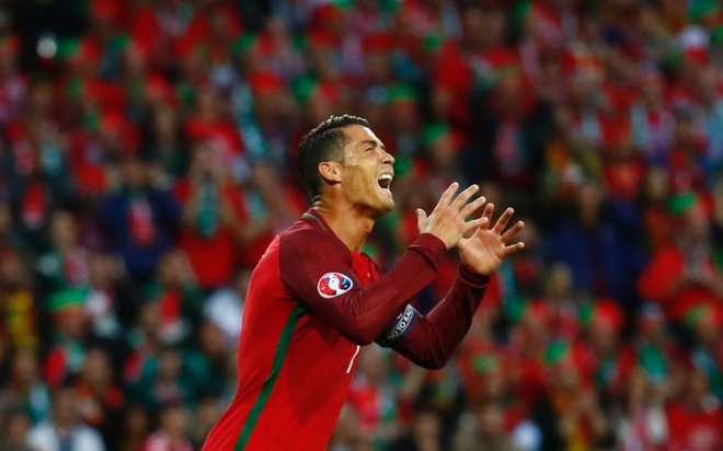 Ronaldo va Bale han dang rat... nho nhau hinh anh 1