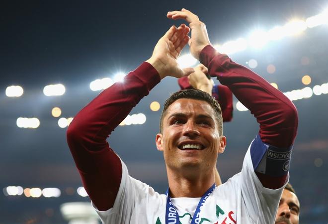 Chao mung gia nhap ngoi den huyen thoai, Ronaldo hinh anh