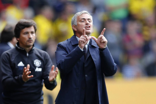 MU vo mong va Mourinho dang tu sat hinh anh 3