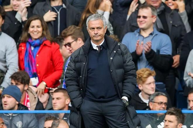 Mourinho het thoi, Ibra het thoi va MU cung het thoi hinh anh 2