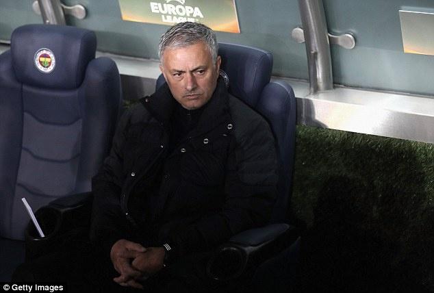 Tham vong tro thanh Sir Alex dang lam hai Mourinho hinh anh 3