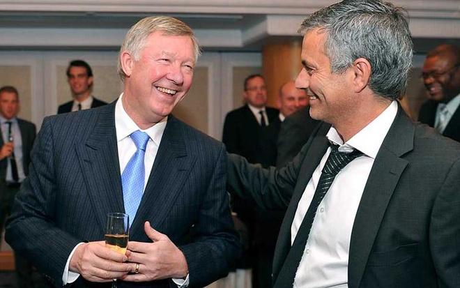 Tham vong tro thanh Sir Alex dang lam hai Mourinho hinh anh 2