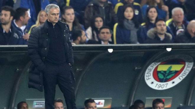 Tham vong tro thanh Sir Alex dang lam hai Mourinho hinh anh 1