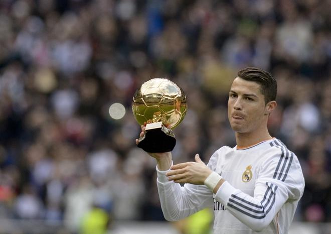 Ai la nguoi 'tang' Qua bong vang cho Ronaldo? hinh anh