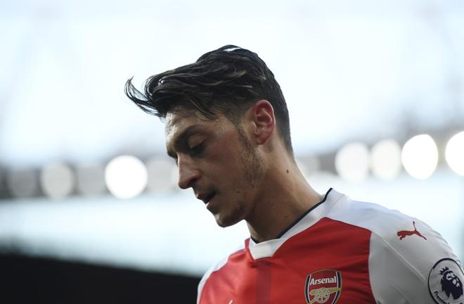 Arsenal dang mac ket voi 'ngoi sao nua mua' Mesut Oezil hinh anh 2