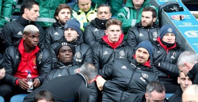 Luke Shaw, cau be bi hat hui o Old Trafford hinh anh 1