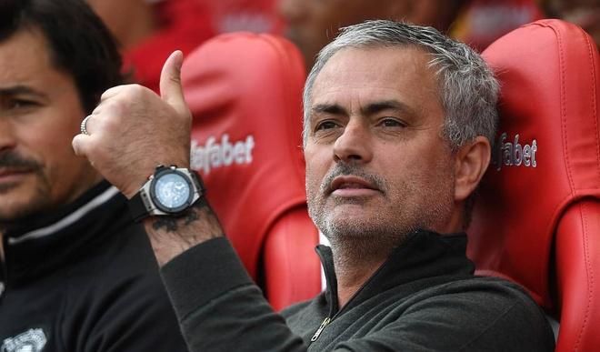 Vi sao MU co the vo dich Premier League 2017/18? hinh anh