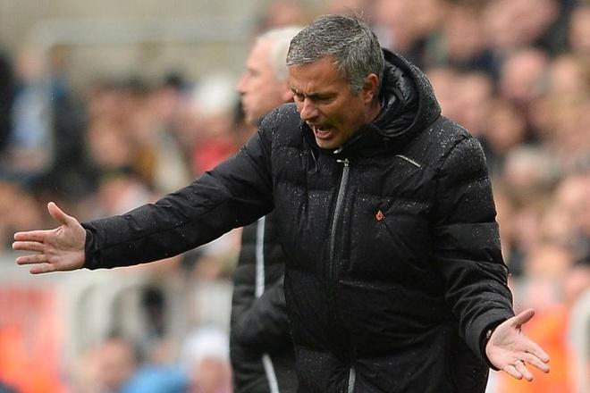 Si nhuc hoc tro, Mourinho se lai bi lat do? hinh anh