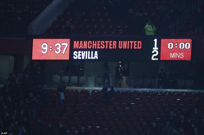 That buon khi lich su MU dang bi Mourinho cha dap hinh anh 1