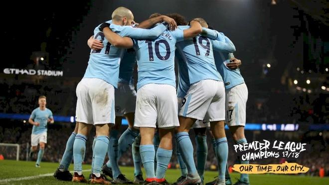 Lich su sang trang va mau xanh thong tri Premier League hinh anh 1