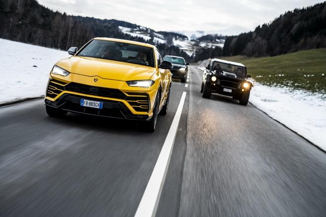 Doan sieu SUV Lamborghini phuot xuyen Italy mung Giang sinh hinh anh