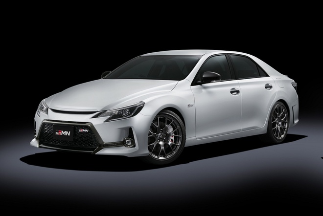 Toyota Camry phien ban hieu suat cao gia 50.000 USD hinh anh