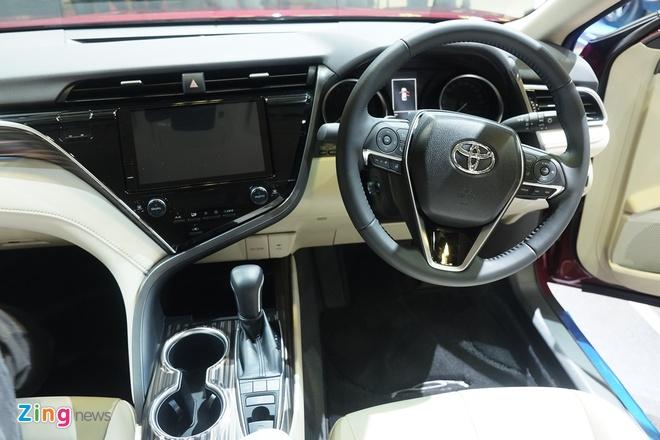 Toyota Camry 2019 ra mat tai Singapore, rong cua ve Viet Nam hinh anh 3