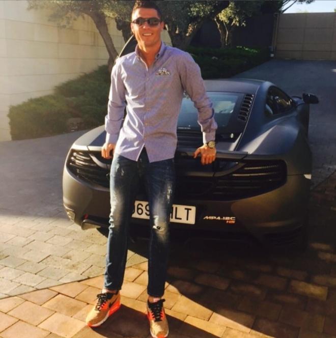 Ngoai Rolls-Royce Cullinan moi sam, Cristiano Ronaldo co du bo sieu xe hinh anh 5