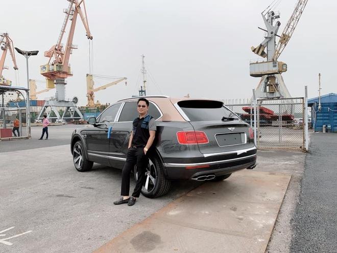 Bentley Bentayga V8 dau tien ve VN la ban doc ky niem 100 nam hinh anh 1