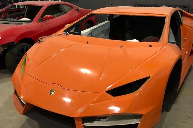 Triet pha co so san xuat sieu xe Lamborghini gia gia chi 45.000 USD hinh anh 1
