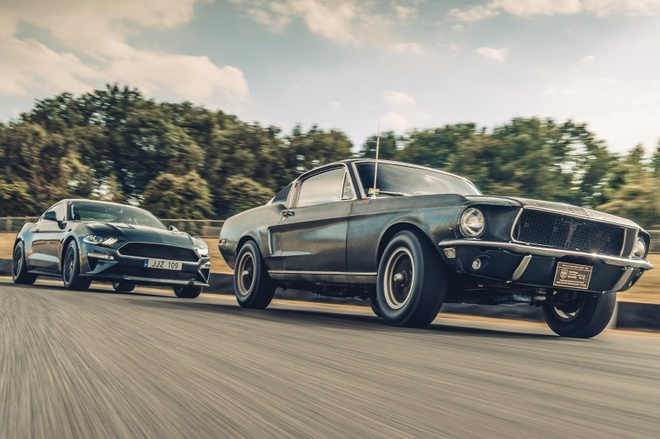 Ford Mustang GT 'dong nat' co gia hon 1 trieu USD hinh anh