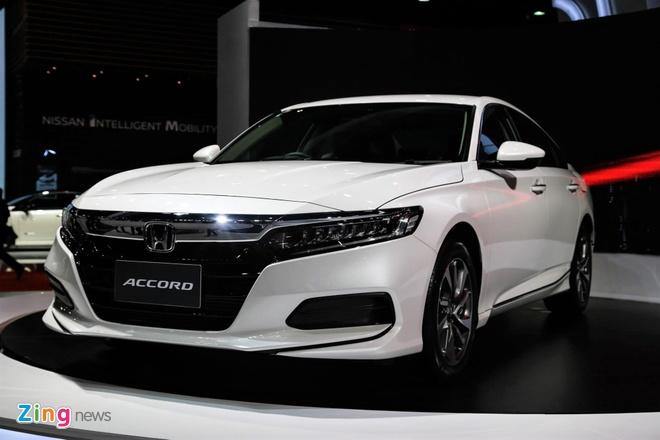 Ban 'bia kem lac', Toyota Camry 2019 chenh gia 50-100 trieu dong hinh anh 3