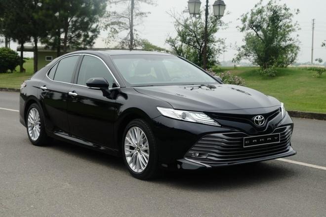 Ban 'bia kem lac', Toyota Camry 2019 chenh gia 50-100 trieu dong hinh anh