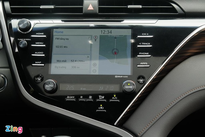 Ban 'bia kem lac', Toyota Camry 2019 chenh gia 50-100 trieu dong hinh anh 2