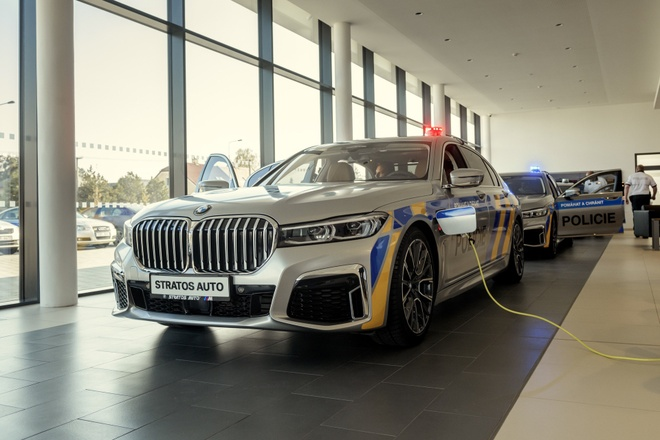 BMW 7-Series plug-in hybrid duoc dung lam xe canh sat tai Czech hinh anh 2