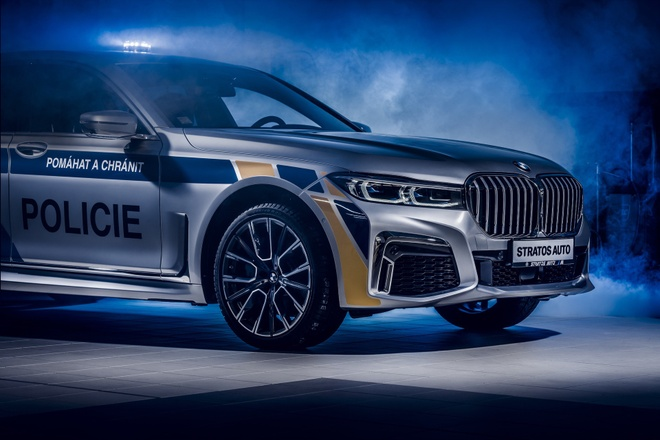 BMW 7-Series plug-in hybrid duoc dung lam xe canh sat tai Czech hinh anh 5