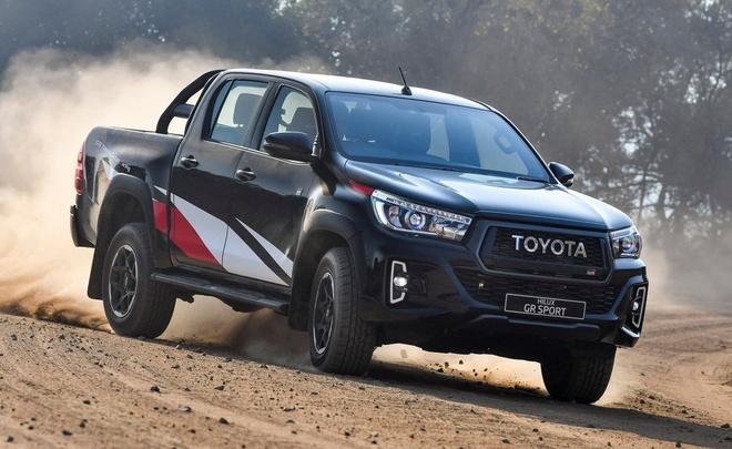 Toyota Hilux GR dau Ford Ranger Raptor anh 1