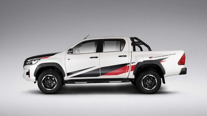 Toyota Hilux GR dau Ford Ranger Raptor anh 2
