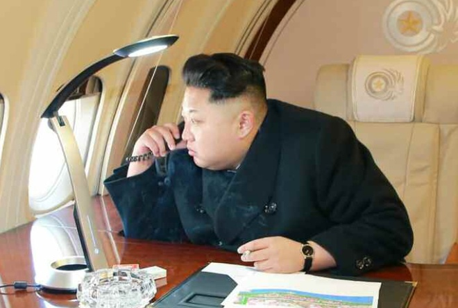Ong Kim Jong Un se den Ha Noi bang tau lua hay may bay? hinh anh