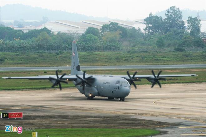 Máy bay C-130 của Mỹ hạ cánh tại Nội Bài