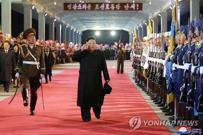 Dan chao don tau boc thep cua ong Kim Jong Un tro ve Trieu Tien hinh anh 1