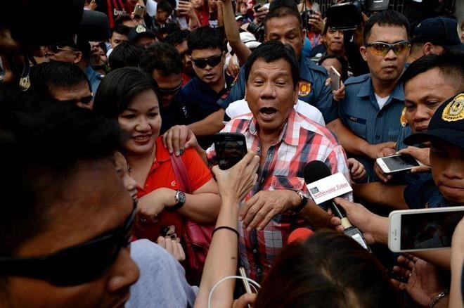 TT Duterte ra lenh do rac xuong vung lanh hai 'bat ky' cua Canada hinh anh 1