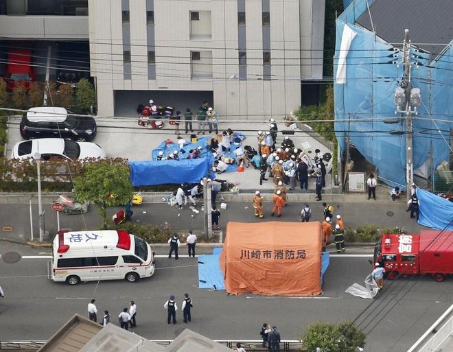 13 hoc sinh tieu hoc bi dam trong vu xa dao nghiem trong o Tokyo hinh anh 1