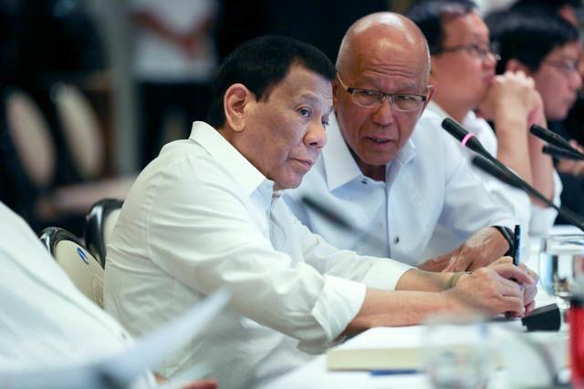TT Duterte noi voi ngu dan bi dam chim tau: 'Cuoc doi von vay' hinh anh 1