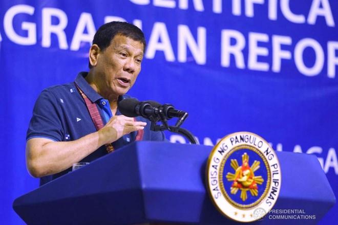 TT Duterte thach My: Dua sung ong den, ban TQ truoc di, toi theo sau hinh anh 1