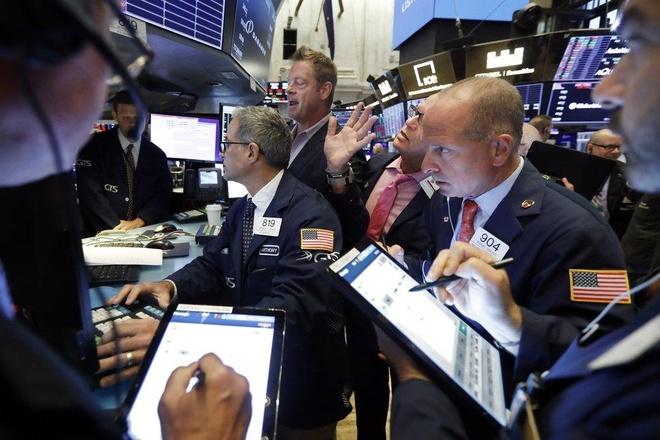 Dow Jones rot gan 400 diem giua lo lang ve chien tranh thuong mai hinh anh 1