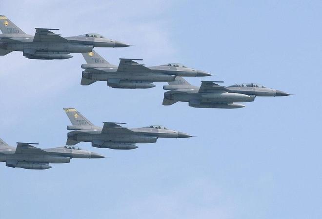 TT Trump chap thuan ban 66 chiec F-16 tri gia 8 ty USD cho Dai Loan hinh anh 1
