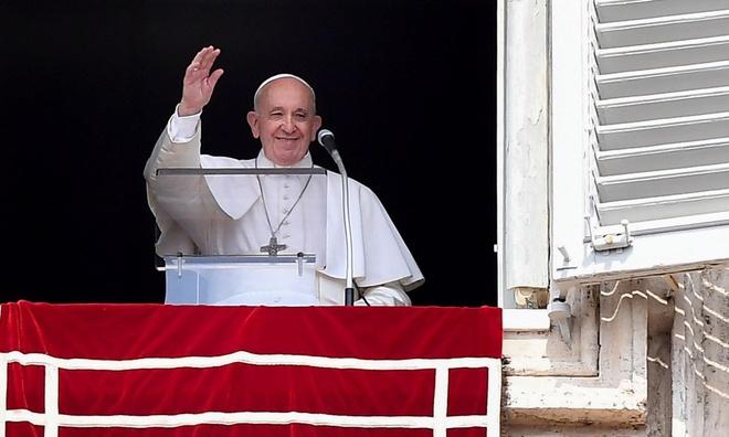 Giáo hoàng Francis bị kẹt trong thang máy 25 phút, đến trễ thánh lễ