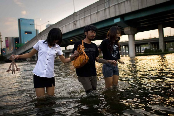 Jakarta, Bangkok dang chim nhanh nhung chi 'giai cuu tu tu' hinh anh 3