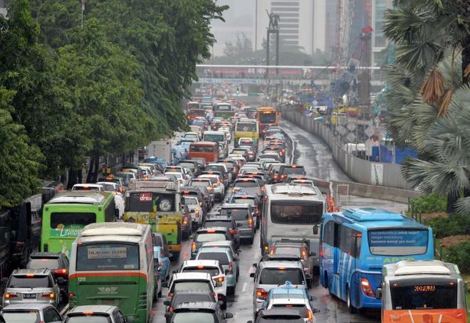 Jakarta, Bangkok dang chim nhanh nhung chi 'giai cuu tu tu' hinh anh 4