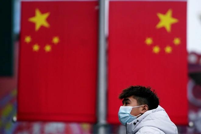Trung Quoc dieu quan y ho tro benh vien Vu Han chong virus hinh anh 1 ezgif.com_webp_to_jpg_Reuters.jpg