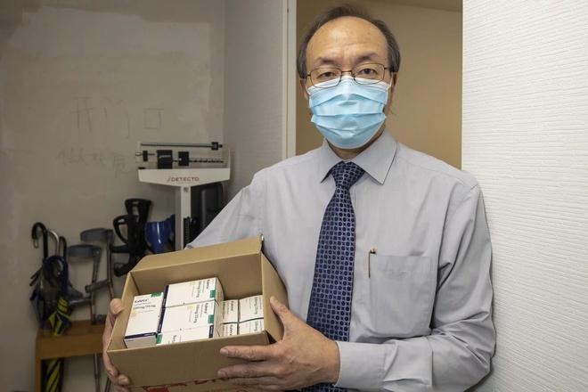 Bác sĩ Poon Tak-lun làm việc tại Bệnh viện Đại học Hong Kong - Thâm Quyến. Ảnh: South China Morning Post.