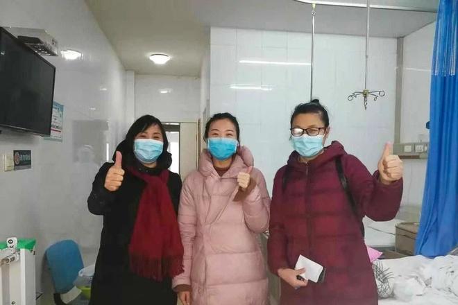 'Toi buoc phai manh me' - cau chuyen bac si tung vuot qua virus corona hinh anh 1 ezgif.com_webp_to_jpg_bs_Feng_thang_corona_SCMP.jpg