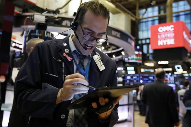 Dow Jones giam hon 1.000 diem vi virus corona hinh anh 1 1000_AP.jpeg