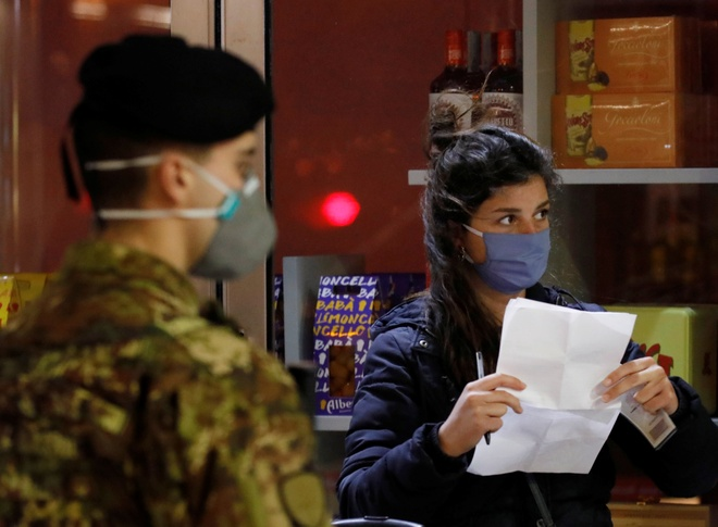 Italy co 3.957 ca nhiem virus moi, 651 truong hop tu vong hinh anh 2 2020_03_22T225315Z_2008842868_RC2APF9FD6NL_RTRMADP_3_HEALTH_CORONAVIRUS_ITALY.JPG