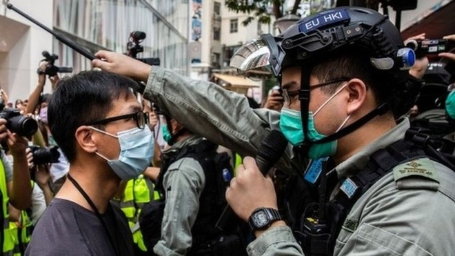 Một cuộc biểu tình phản đối luật an ninh tại Hong Kong. Ảnh: AFP.