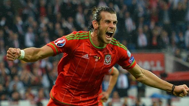 Dat Bale sut xa ghi ban, nguoi choi se an dam hinh anh